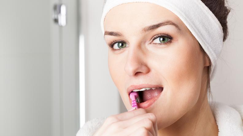colletto dentale scoperto